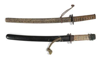 Deux o-tanto: - L'un unokubi zukuri, hamon...