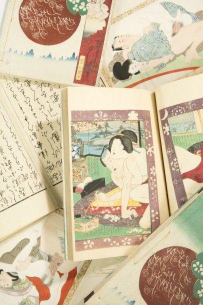 Ensemble comprenant: - Trois volumes (sur quatre), shunga, leporello, représentant...