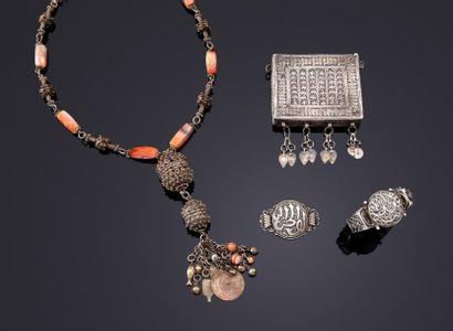 Boîte talismanique, collier, bracelet et...