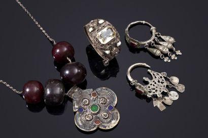 Collier Foulet Khamsa, un bracelet et deux...