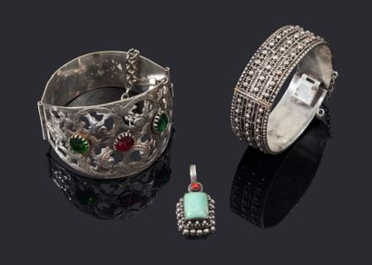 Deux bracelets à charnières en argent, Maroc,...