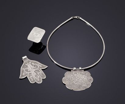 Trois bijoux en argent, Afrique du Nord et...