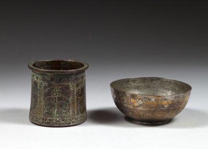 Mortier en bronze et coupelle en cuivre étamé,...