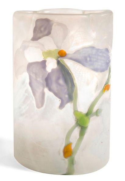 Émile GALLÉ (1846-1904) Iris Virginica, 1900 Rare vase de section ovale et au col...