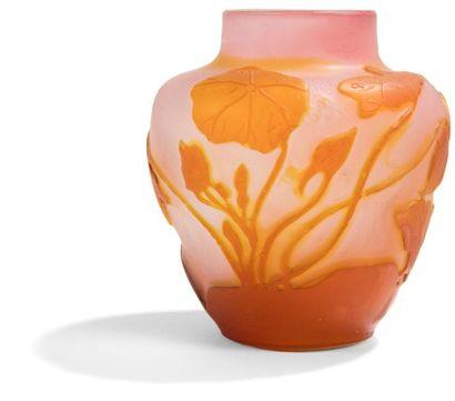 Établissements GALLÉ (1904-1936) Ipomées Vase balustre à col annulaire. Épreuve en...