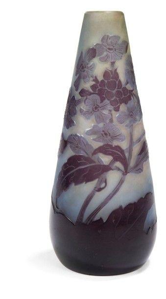 Établissements GALLÉ (1904-1936) Giroflées Vase fuselé à col soliflore. Épreuve en...