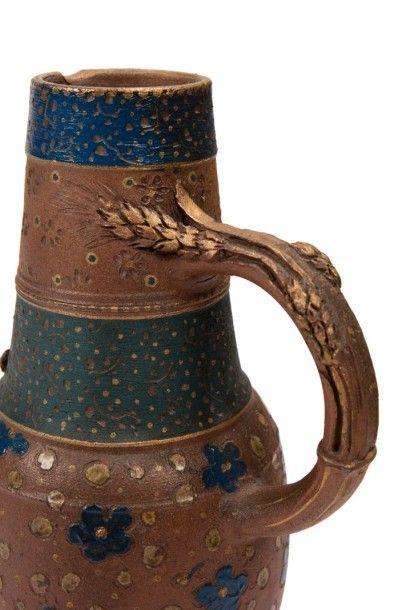 ERNEST CHAPLET (1835-1909) Pichet à une anse détachée. Épreuve en grès brun. Décor...