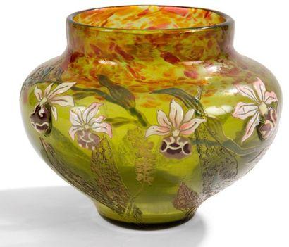 Émile GALLÉ (1846-1904) Orchidées Cattleya Vase balustre à large col annulaire. Épreuve...