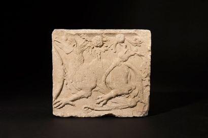 Bas-relief en pierre calcaire sculptée d'un...