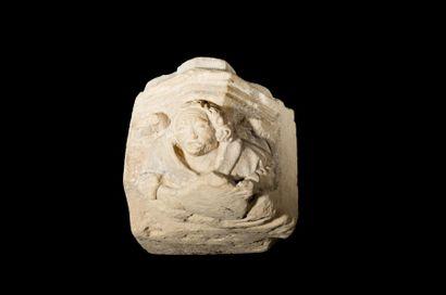 Corbeau en pierre calcaire sculptée en fort...