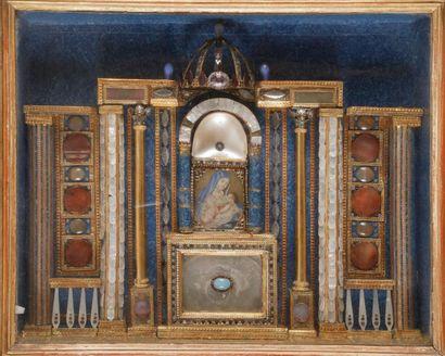 Maquette d'autel en nacre, perles, cabochons...