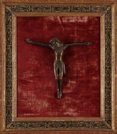 Christ en bronze avec infimes restes de dorure....