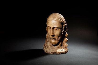 Tête de Christ en peuplier sculpté en ronde-bosse....