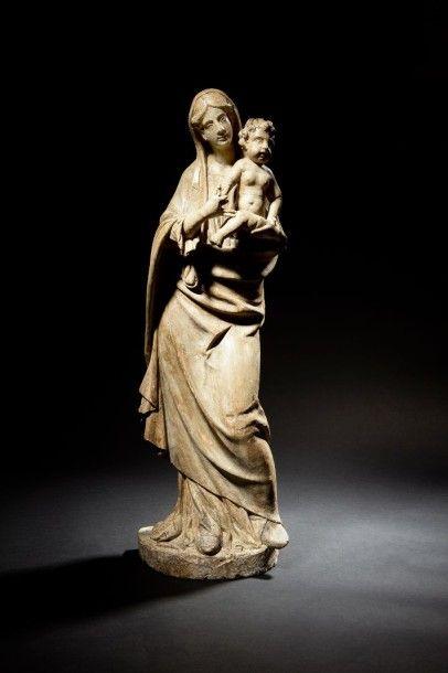Vierge à l'Enfant en pierre calcaire sculptée...
