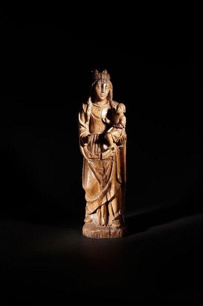 Vierge à l'Enfant en chêne sculpté. XVIe...