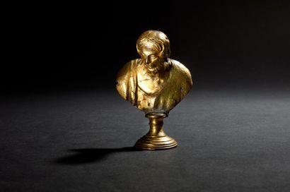 Buste de Christ en bronze doré sur piédouche....