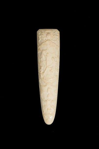Râpe à tabac en ivoire sculpté représentant...