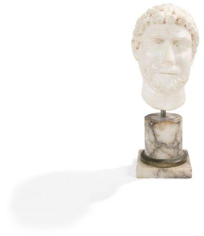 Buste d'homme barbu en marbre blanc; sur...