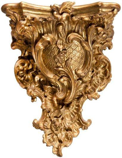 Console d'applique en bois doré, à décor...