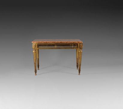 Table-console en bois doré, la ceinture ajourée...