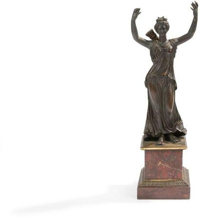 Figure de Diane chasseresse en bronze patiné;...