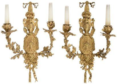 Paire d'appliques en bronze doré à deux lumières,...