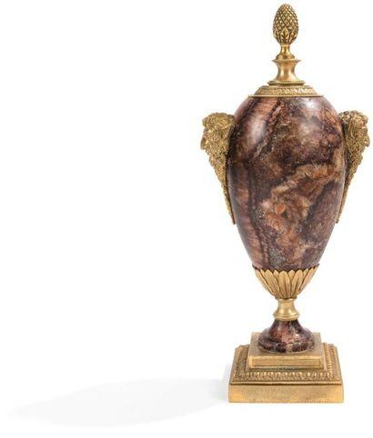 Vase d'ornement en spath fluor, à monture...