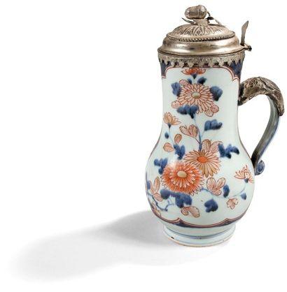 Verseuse en porcelaine de Chine à décor Imari,...