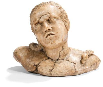 Buste de Cléopâtre en albâtre sculpté en...
