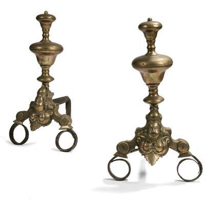 Paire de chenets dits aux marmousets en bronze...