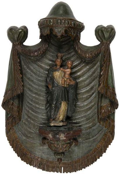 Vierge à l'Enfant en bois sculpté et polychromé...