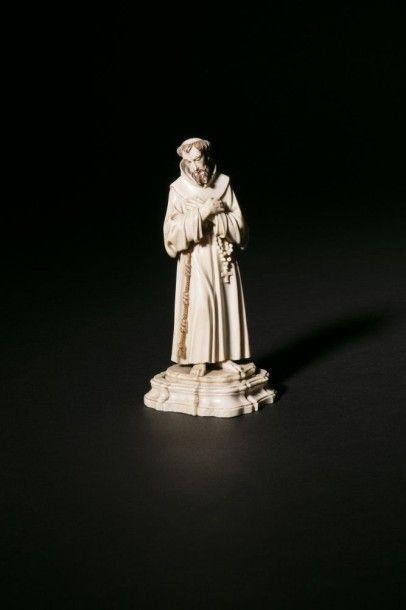 Saint François d'Assise en ivoire sculpté...