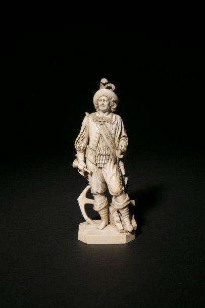 Statuette en ivoire sculptée en ronde-bosse...