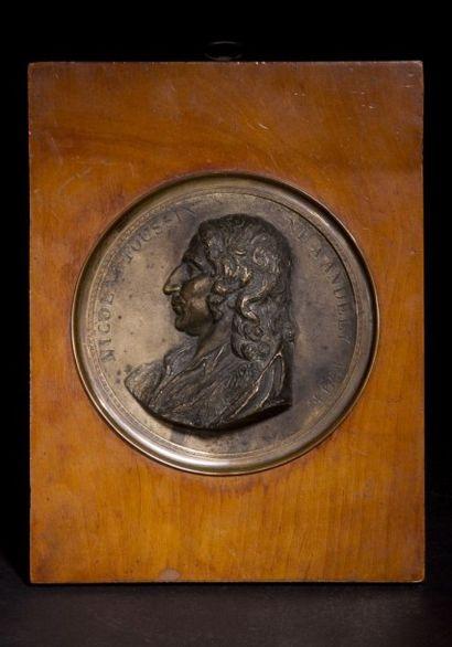 Profil en bronze représentant le peintre...