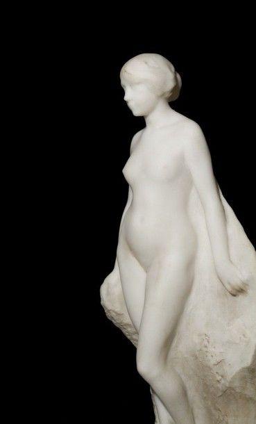 Giorgio ROSSI (1892-1963) Nymphe au rocher Groupe en marbre sculpté. Signé sur la...