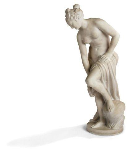 Figure en marbre représentant La baigneuse...