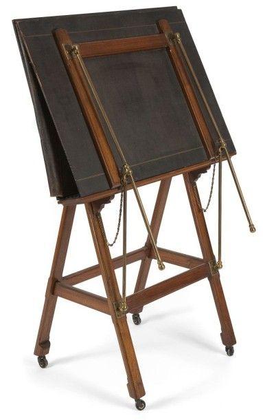 Porte-gravure en noyer et bronze verni, un...