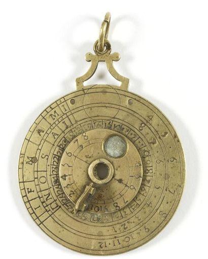 Nocturlabe circulaire en laiton gravé. XIXe siècle. D.: 6,2 cm