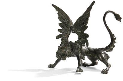 Figure de lion ailé en bronze à patine verte,...