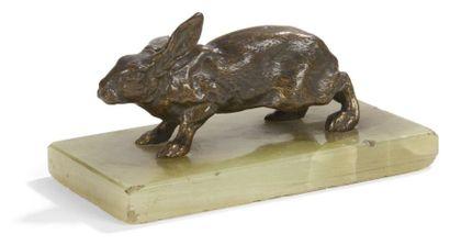 Presse-papier figurant un lièvre en bronze...
