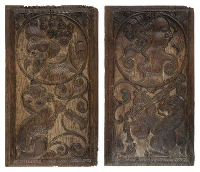 Paire de panneaux en chêne sculpté orné d'une...