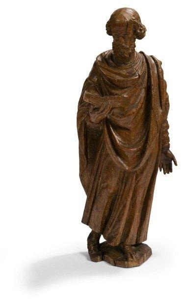 Saint apôtre en chêne sculpté. Debout, vêtu...