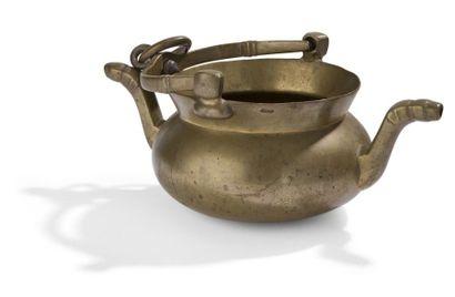 Puisette en bronze à deux becs verseurs et...