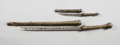 Deux sabres birmans dit Dha: - Grand modèle...