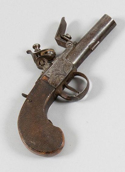 Pistolet à coffre à silex. Canon rond. Coffre...