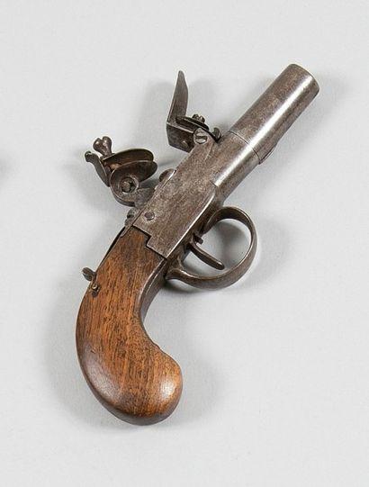 Petit pistolet à coffre à silex. Canon rond...