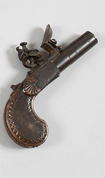 Beau pistolet à coffre à silex. Canon rond...