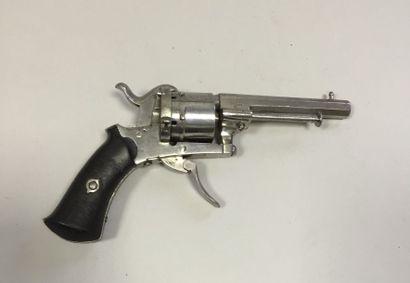 Revolver à broche, six coups, calibre 7 mm...