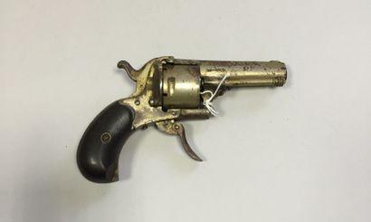Revolver à broche cinq coups, calibre 7 mm...