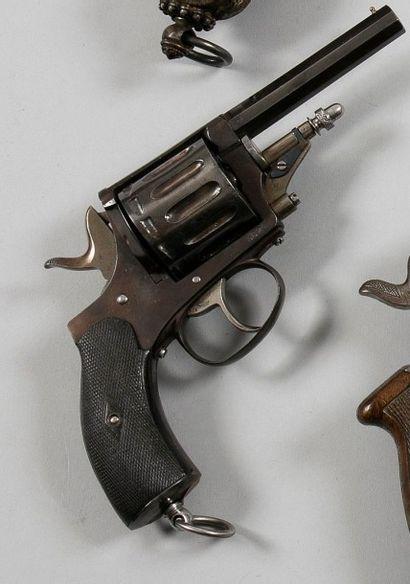 Revolver Explorateur modèle 1888, douze coups,...